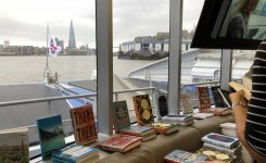 There be books on this here boat_